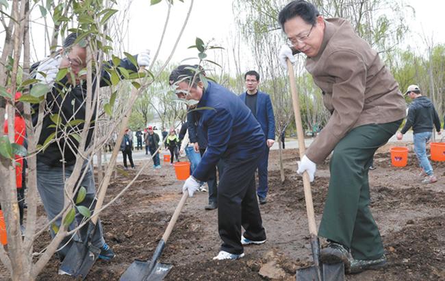 安徽省暨合肥市党政军领导与干部群众义务植树