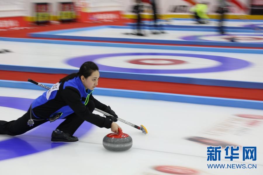 """全国混合双人冰壶锦标赛开赛 青海又掀起""""冰壶""""热"""