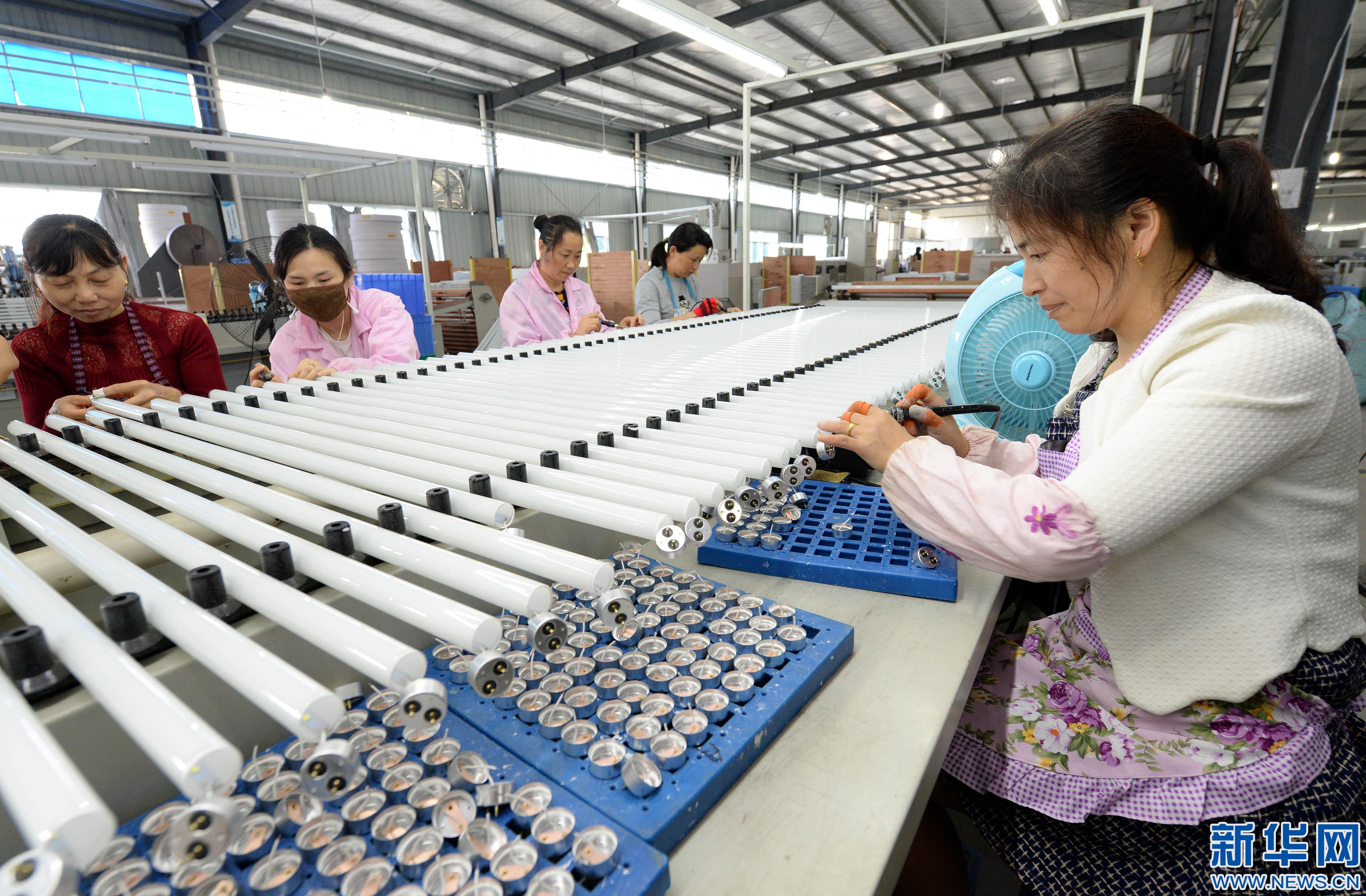 """江西靖安:多措并举助农民工""""家门口""""就业"""