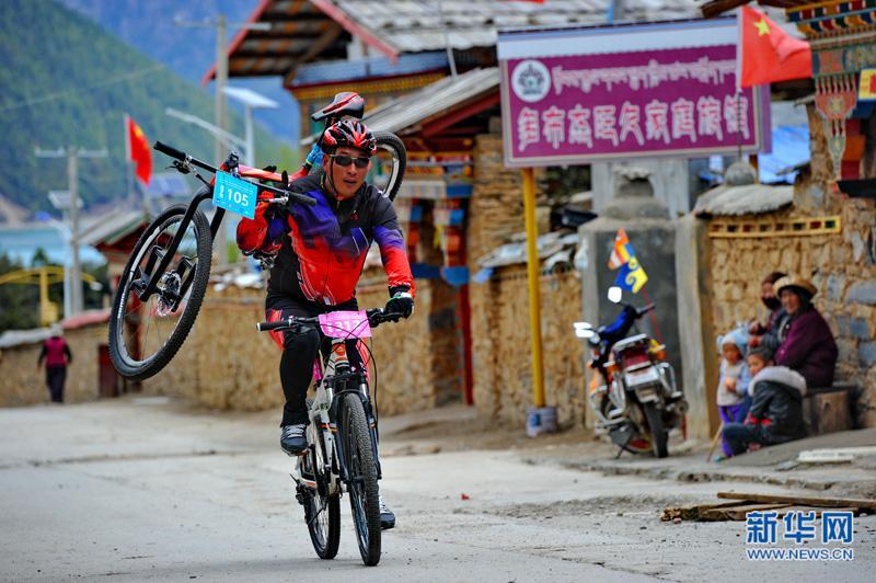 自行车——环巴松措山地自行车赛开赛