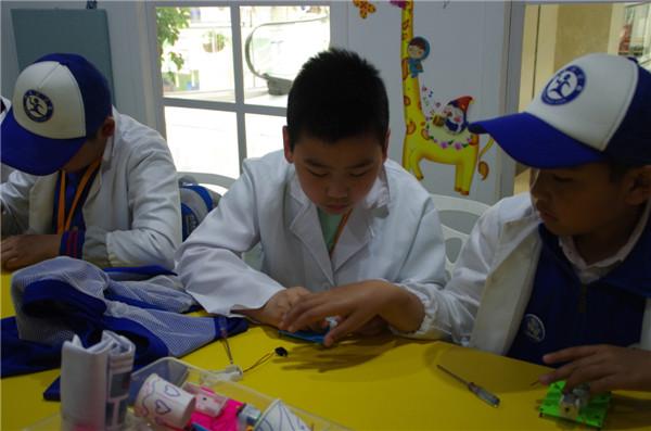 新华小记者探访大连麒麟小镇儿童职业体验馆