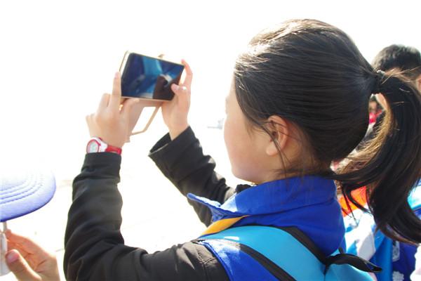 """""""赏美景 学摄影""""新华小记者举办手机摄影培训活动"""