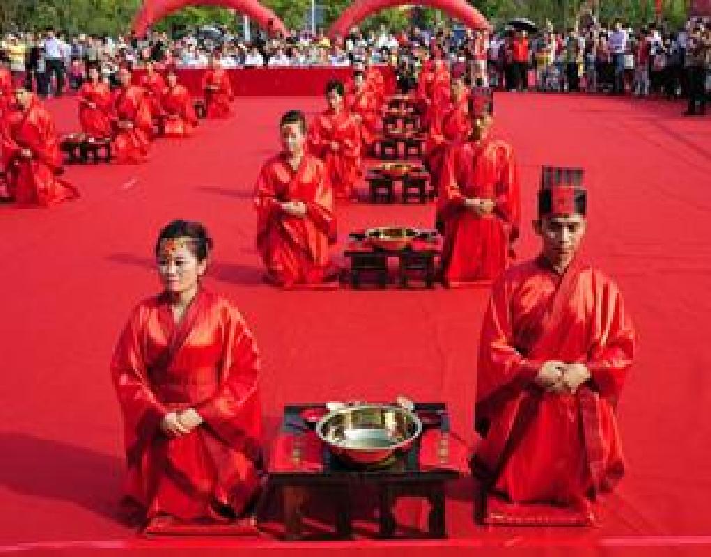 VR带您见证工地上的汉式集体婚礼