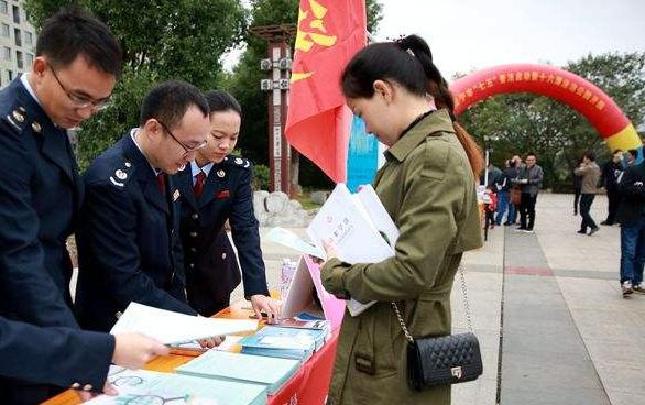(信息)郑州新区国税局积极开展税收普法宣传教育