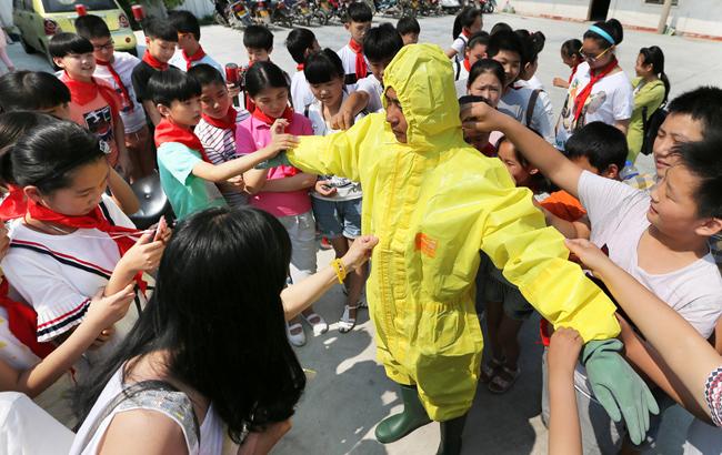 安徽淮北:警营开放日  学交通安全