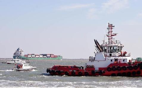 天津举行海上溢油应急演练