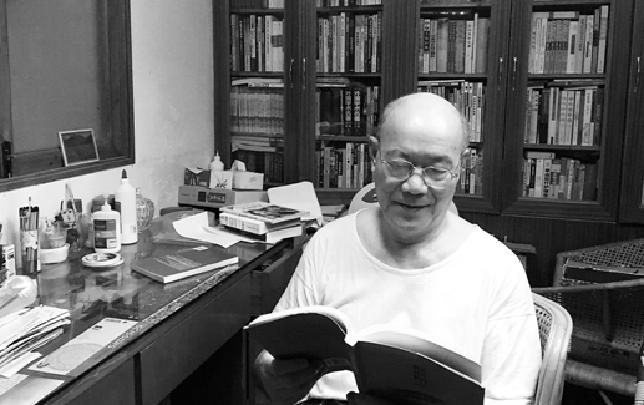 绍兴有个书痴爷爷 家中藏书3000多册布置得像座小型图书馆