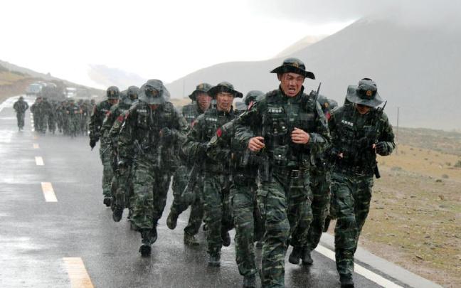 川西武警高原复杂自然环境锤炼特战尖兵