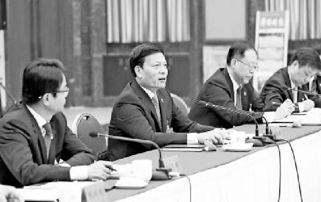 谢伏瞻参加郑州市代表团审议:提升郑州服务全省发展的能力和水平