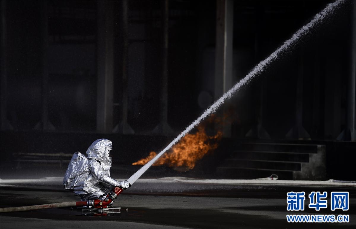 青海举行大型实战化灭火救援演练
