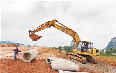 兴柳路二期工程加紧施工