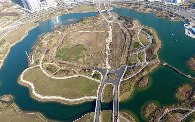 航拍河南许昌芙蓉湖 总投资3.5亿元占地705亩