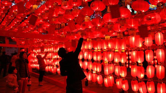 在传承了300余年的北派花灯里找寻中国年味儿