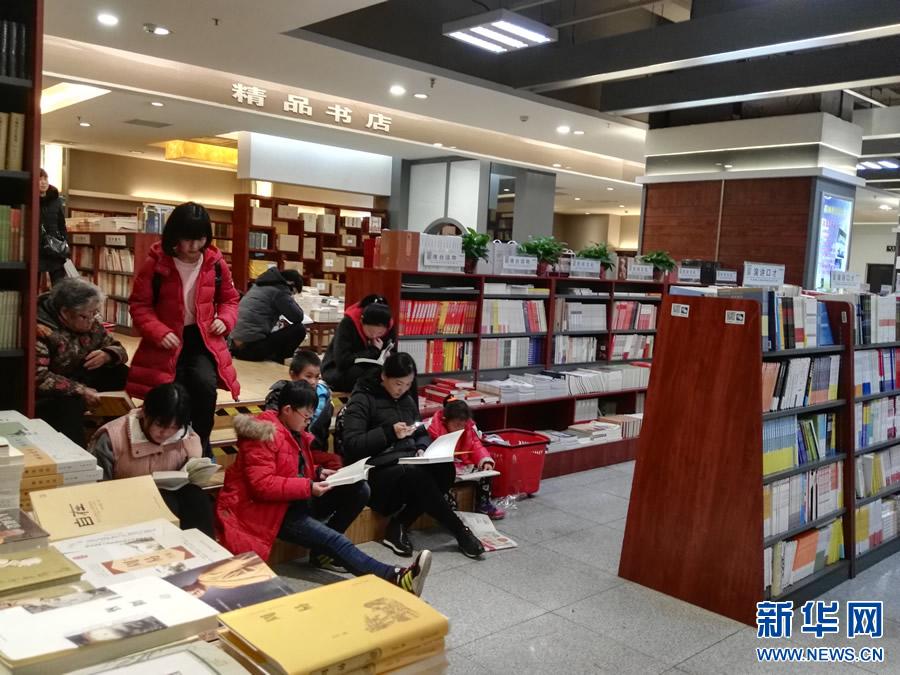 【网络媒体走转改】与书为伴 郑州书店人气旺