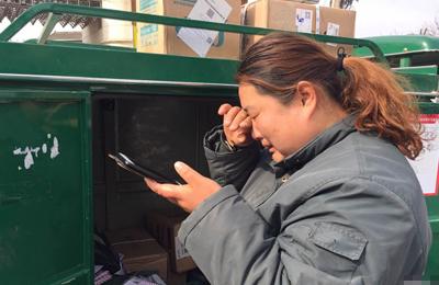女快递员被货主嫌声音大 接连收到30条辱骂短信