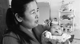 葫芦岛:楼道拾患病弃婴 她为救孩子自掏4000元
