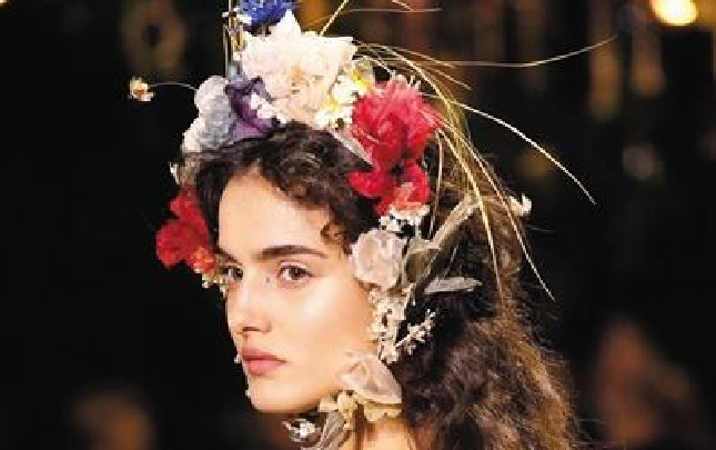 美不过发间一抹春色 为沉闷增添小浪漫