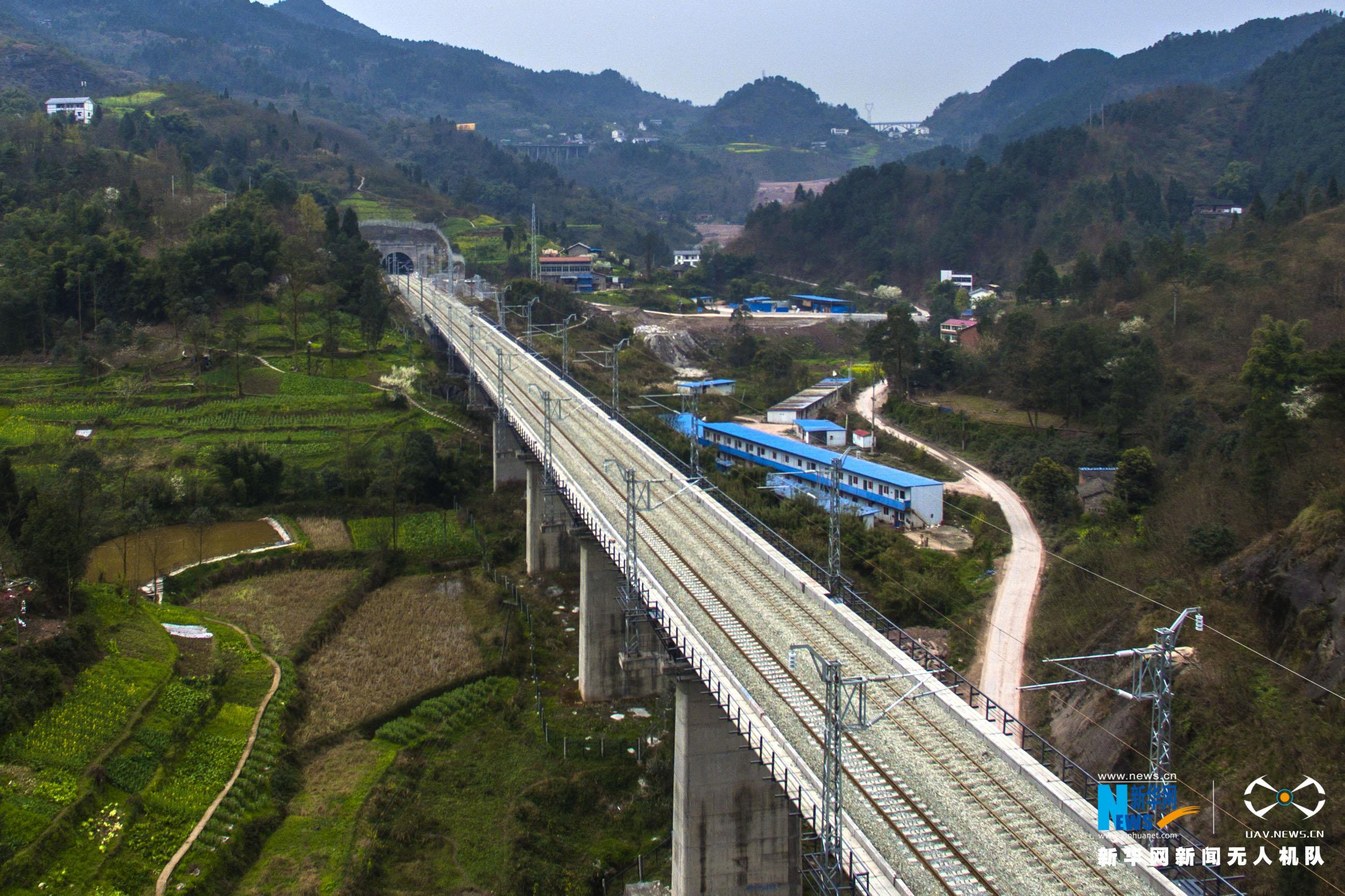 """航拍:渝黔铁路建成""""倒计时"""" 构建西部对外开放立体格局"""