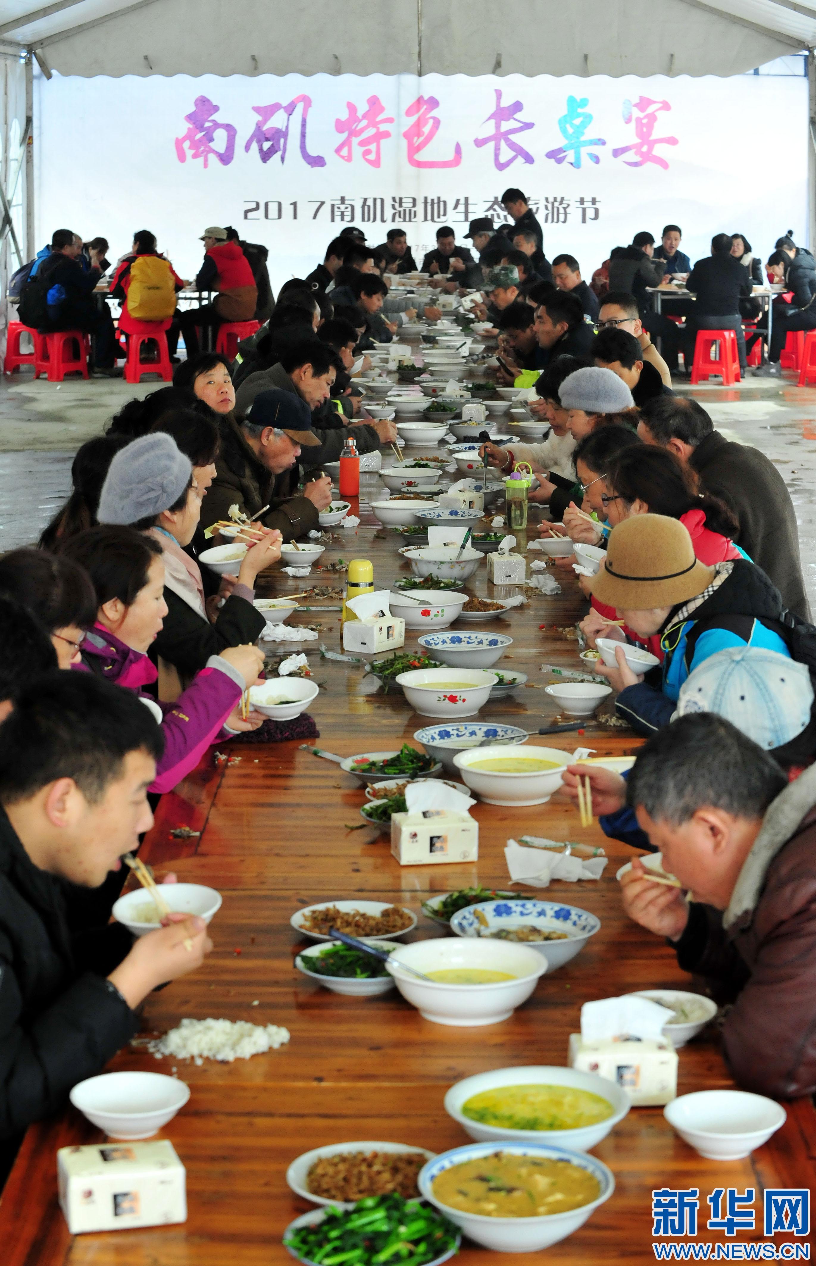 百人长桌宴 喜迎八方客