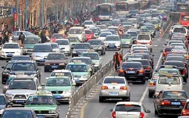 河南机动车保有量全国第三 平均每5个河南人就有1辆车