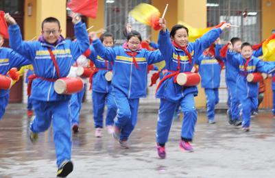 """""""五进""""校园:孩子在文化传承中快乐成长"""