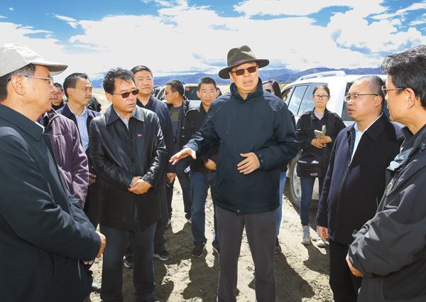 吴英杰:大力加强全区农田水利基础设施建设