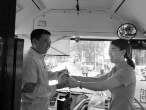 石家庄:爱心早餐温暖公交司机