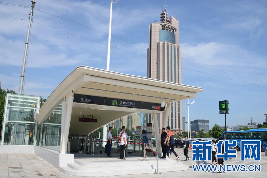 图为石家庄地铁1号线火炬广场站b出入口外景.新华网魏会博摄
