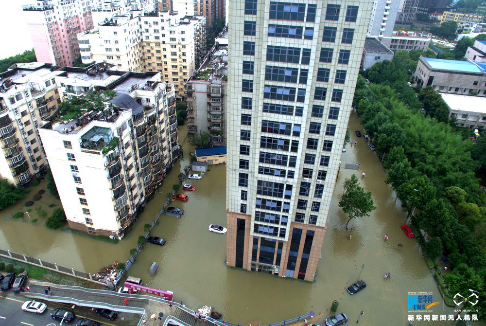 龙8国际网航拍:武汉城区渍涝严重 交通瘫痪
