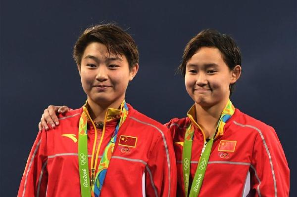 跳水女子十米跳台:中国选手包揽金银牌