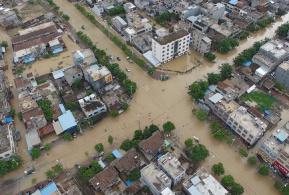 """航拍:""""电母""""发威海南 空中记录重灾区灾情"""