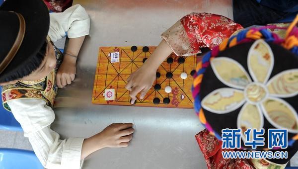 传统藏棋亮相雪顿节