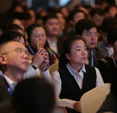 丝路•金融(基金)行业发展峰会开幕 现场座无虚席