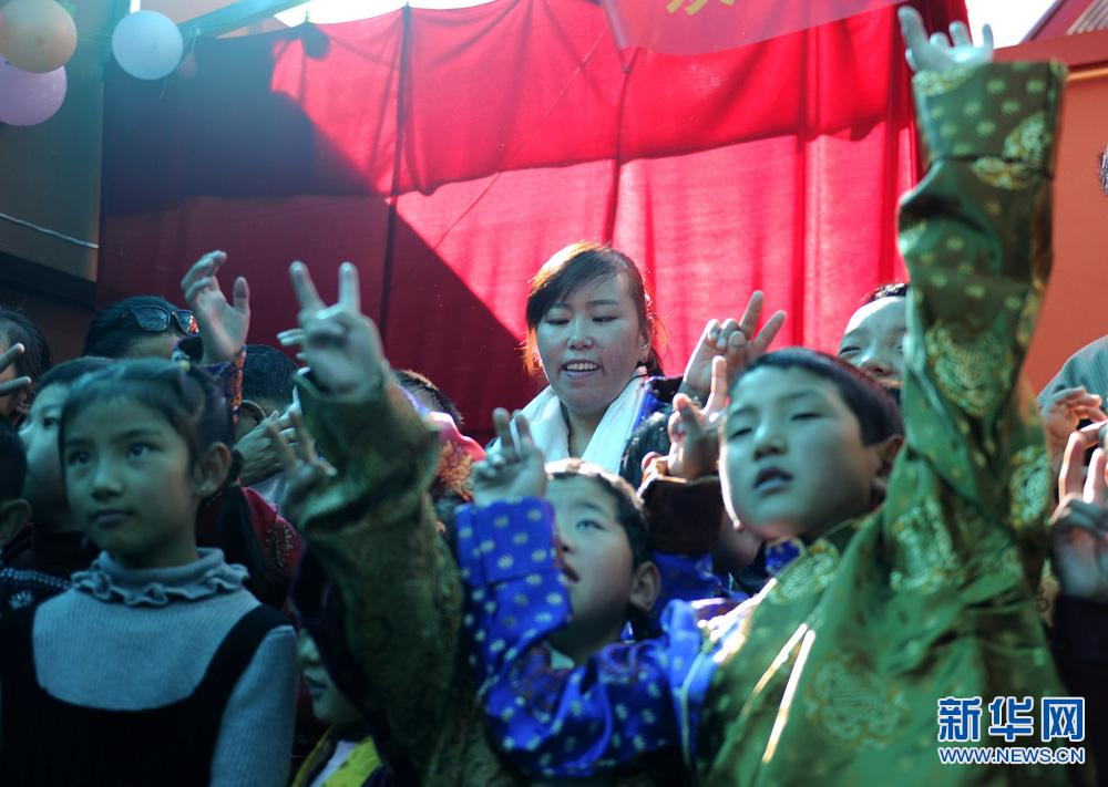 国际盲人节:西藏盲童幼儿园里的歌声