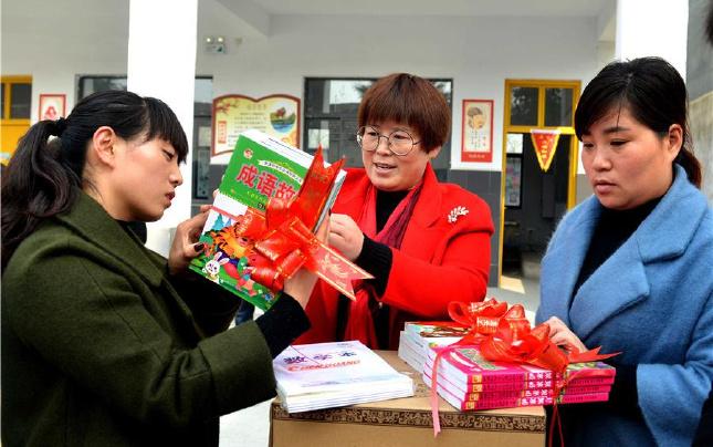 河南夏邑:爱心献给贫困村学童