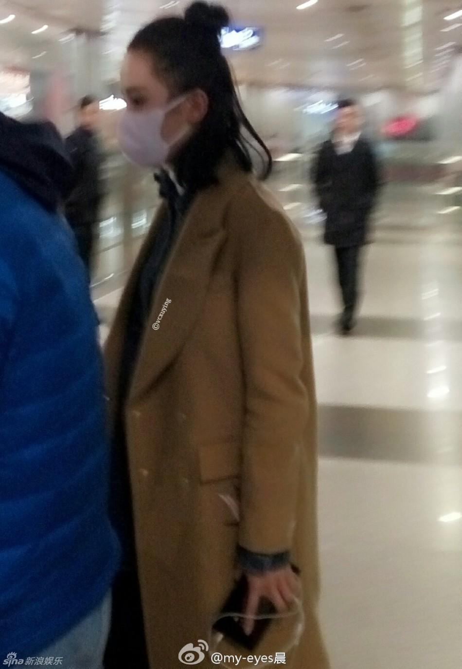 刘诗诗现身宁波机场 扎丸子头清纯有气质
