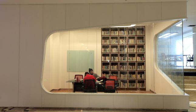 """郑州最""""酷""""图书馆"""