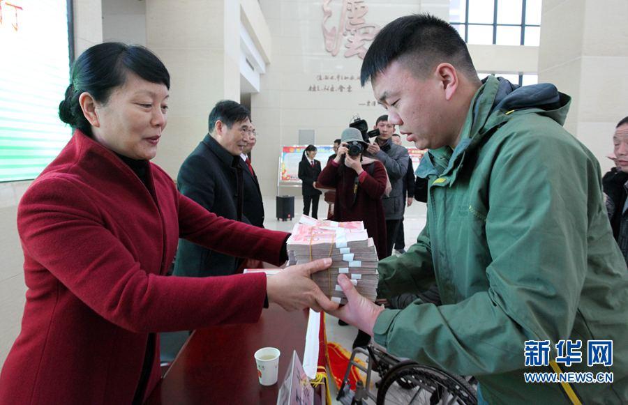 河南许昌:发放执行款物
