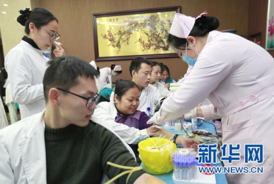 山西:医务工作者无偿献血暖寒冬