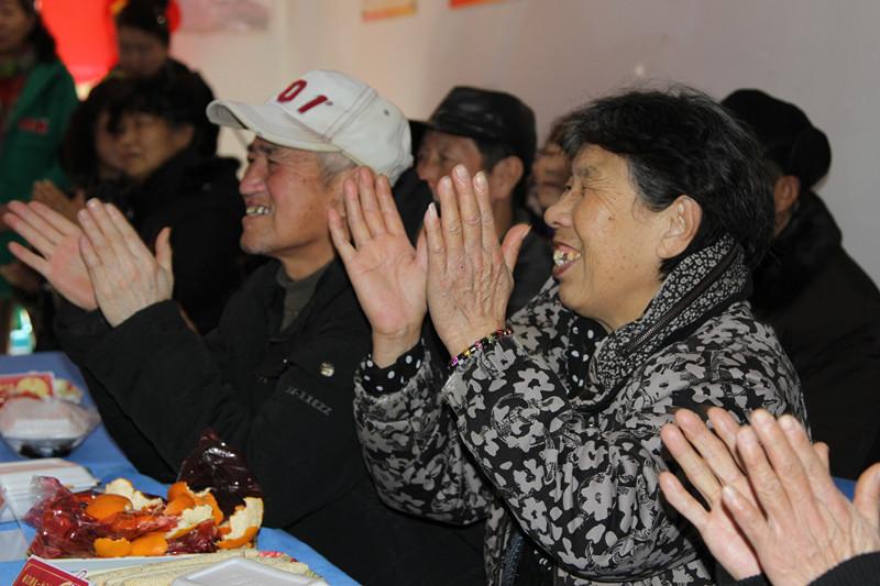 """(网络媒体走转改)河畔社区举行""""共同缔造幸福河畔""""新春大拜年活动"""