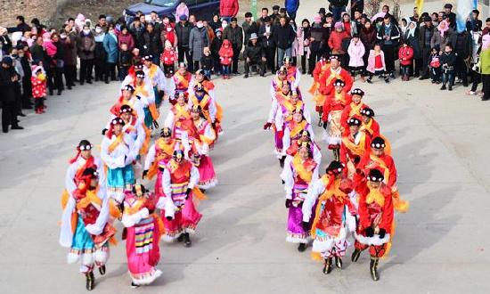 青海湟中:藏舞迎新春