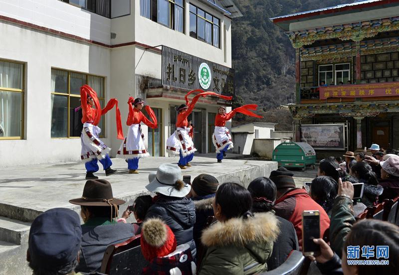 西藏山南:乡文化站里歌舞飞扬