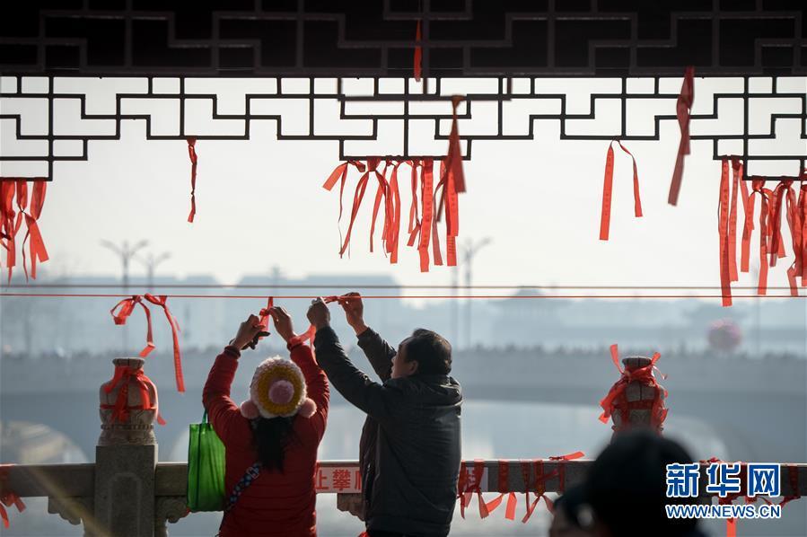 """安徽:正月十六""""走太平"""""""