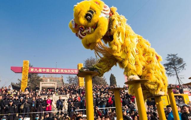 河南浚县:古庙会民俗表演精彩纷呈
