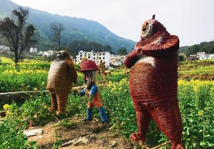 江西婺源:跟着稻草人去踏青
