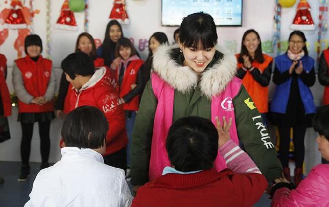 郑州铁路局团委为社会福利机构送温暖