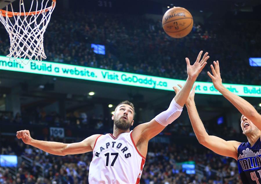NBA常规赛:猛龙胜小牛