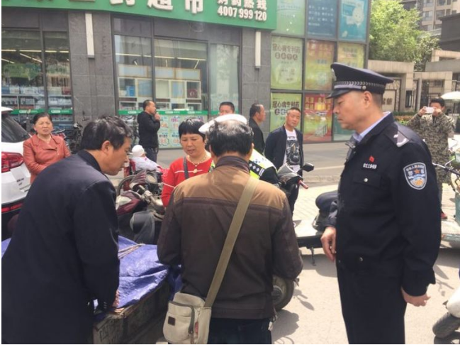 西安交警新城大队网络直播执法 加大道路交通违法行为整治力度