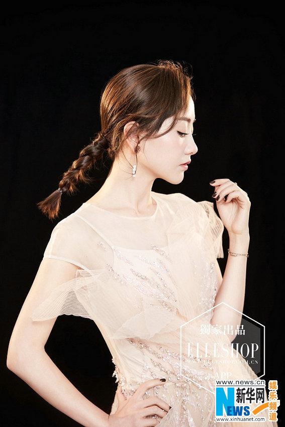 杨蓉时尚大片造型多变 复古印花裙韵味十足