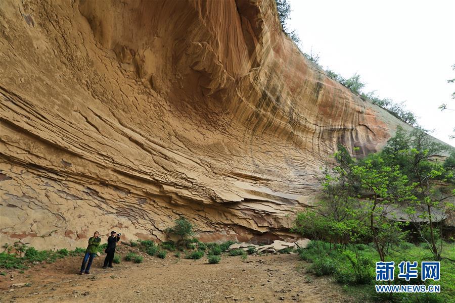 一带一路·好风光:黄土地下的丹霞地貌峡谷群